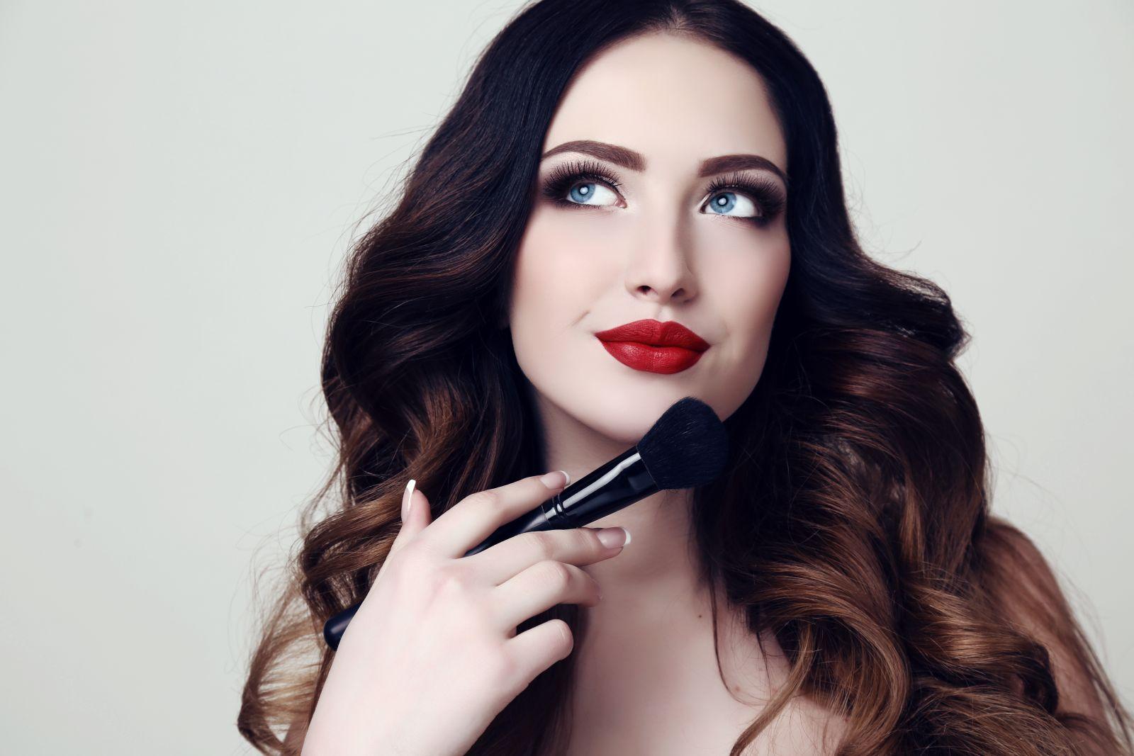 Ako si urobiť večerný make-up?